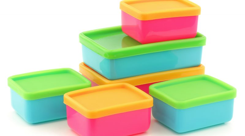 Looking for some new plastic containers to hold your lunch or other food items? Here are our picks for the best plastic containers.
